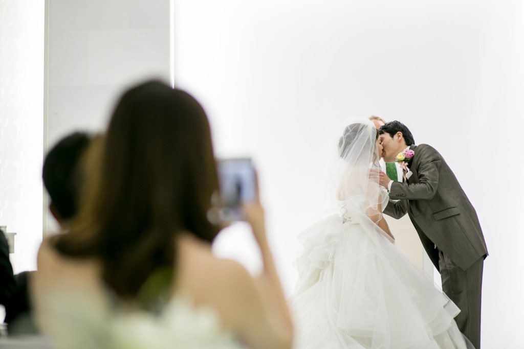 岡山倉敷で前撮り別撮りならNEMURAFILMS結婚式写真キス
