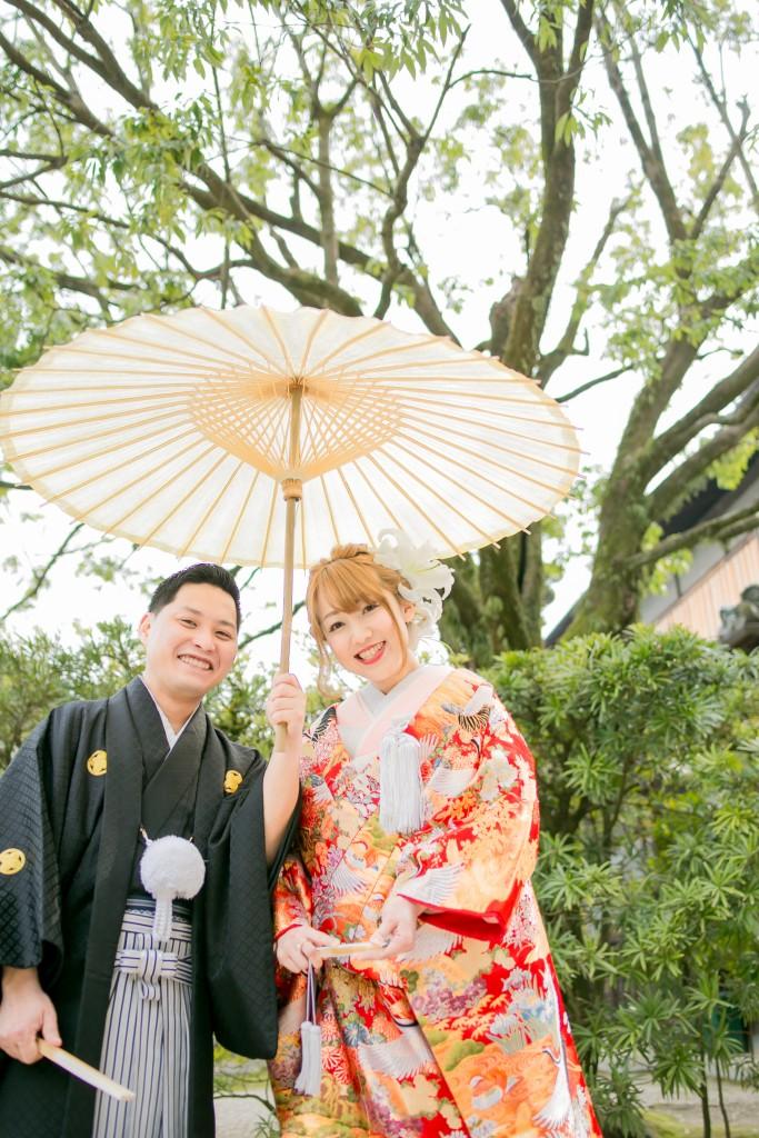 岡山倉敷で前撮り別撮りならNEMURAFILMS後楽園和装前撮り和傘正式顔を寄せ合って