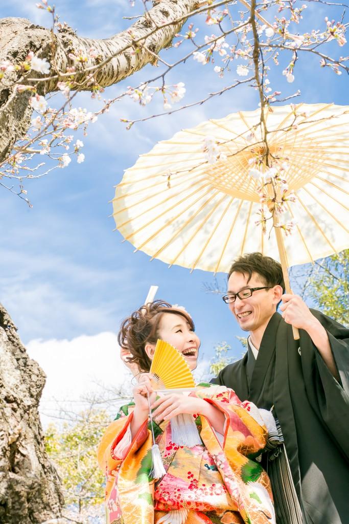 岡山倉敷で前撮り別撮りならNEMURAFILMS後楽園和装前撮り和傘ラフに桜の木の下で