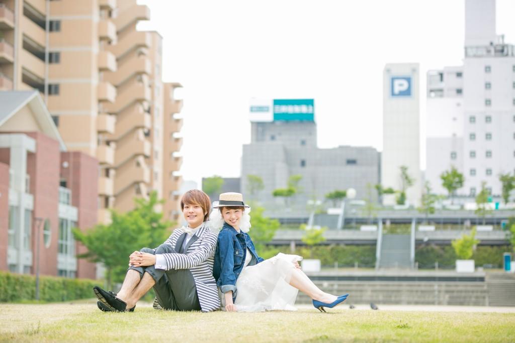 定番ポーズ岡山後楽園洋装前撮り編芝生の上に座って2016/08/21